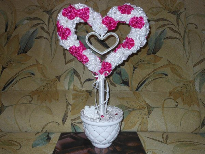 Топиарий с двумя сердцами отлично подойдет в качестве подарка молодоженам на свадьбу